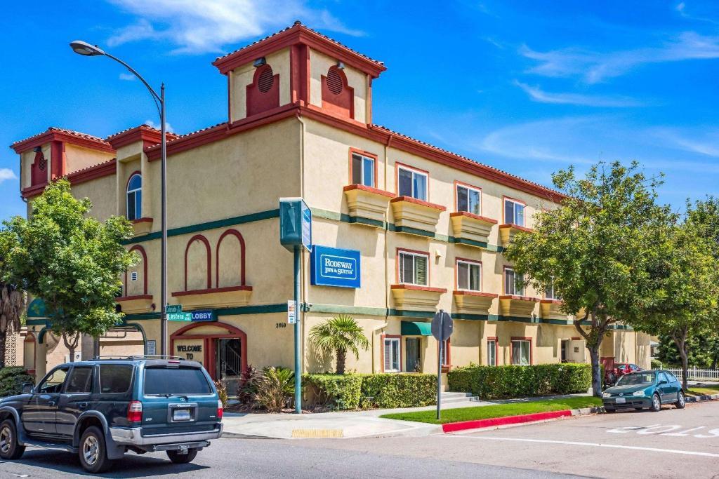 Rodeway Inn & Suites - Pasadena.
