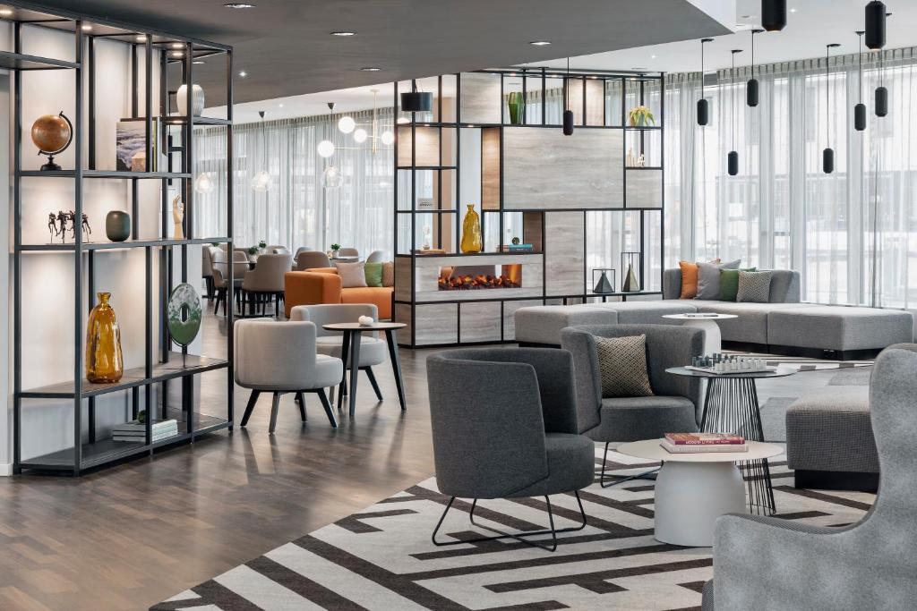 The lounge or bar area at Residence Inn by Marriott Munich Ostbahnhof