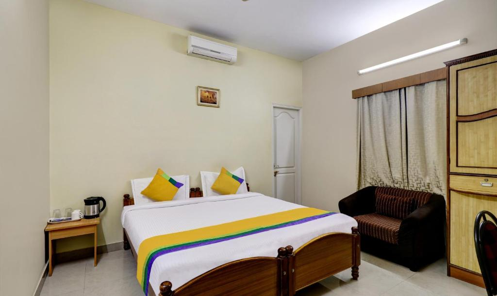 A bed or beds in a room at Treebo Trend Eden Suites