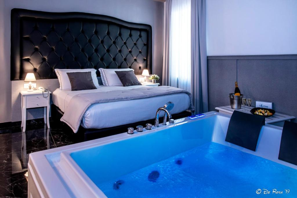 A bed or beds in a room at Villa Elisio Hotel & Spa