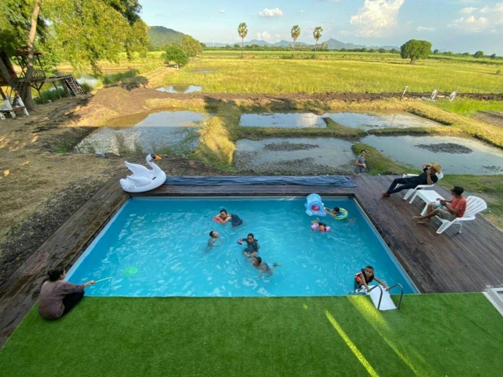 วิวสระว่ายน้ำที่ วัลลภาฟาร์มสเตย์ หรือบริเวณใกล้เคียง