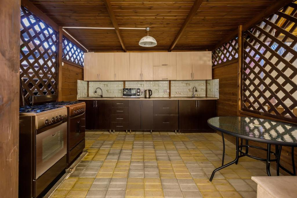 A kitchen or kitchenette at Guest House Klever