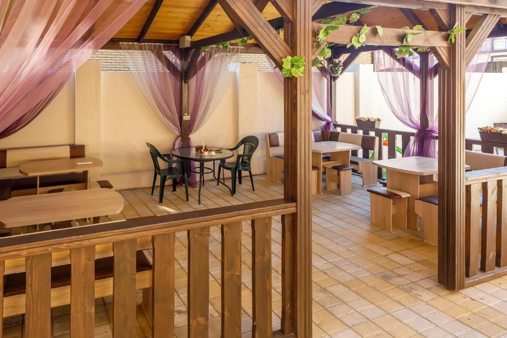 A restaurant or other place to eat at Guest House Klever
