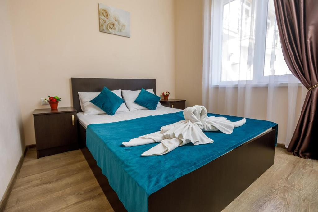 A bed or beds in a room at Guest House Klever
