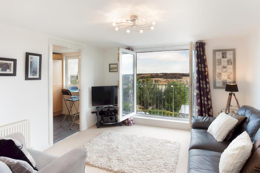 A seating area at Homely two bedroom with balcony