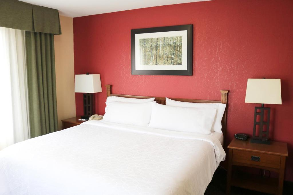 A bed or beds in a room at Holiday Inn Express Hocking Hills-Logan