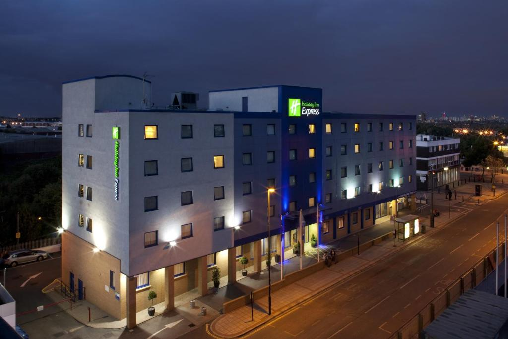 Holiday Inn Express Park Royal London Uk Bookingcom