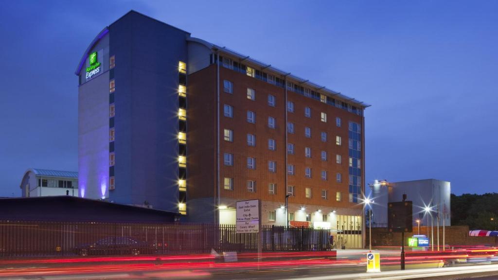 Holiday Inn London Limehouse Uk Bookingcom