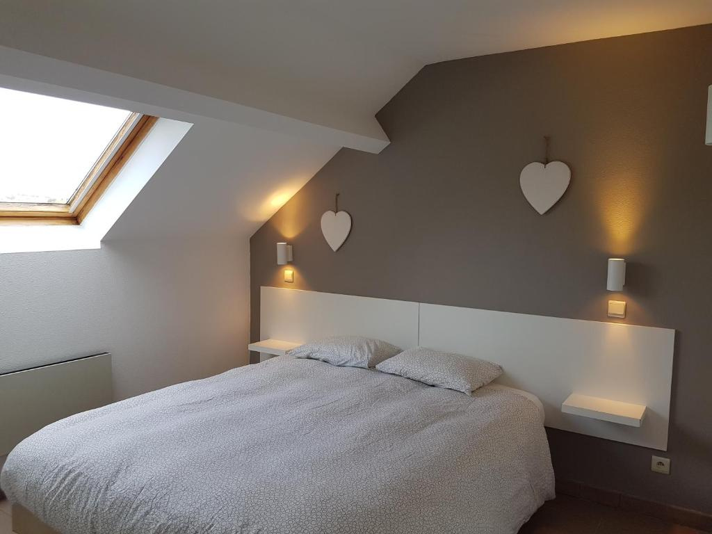 A bed or beds in a room at Durbuy Cosy Appart