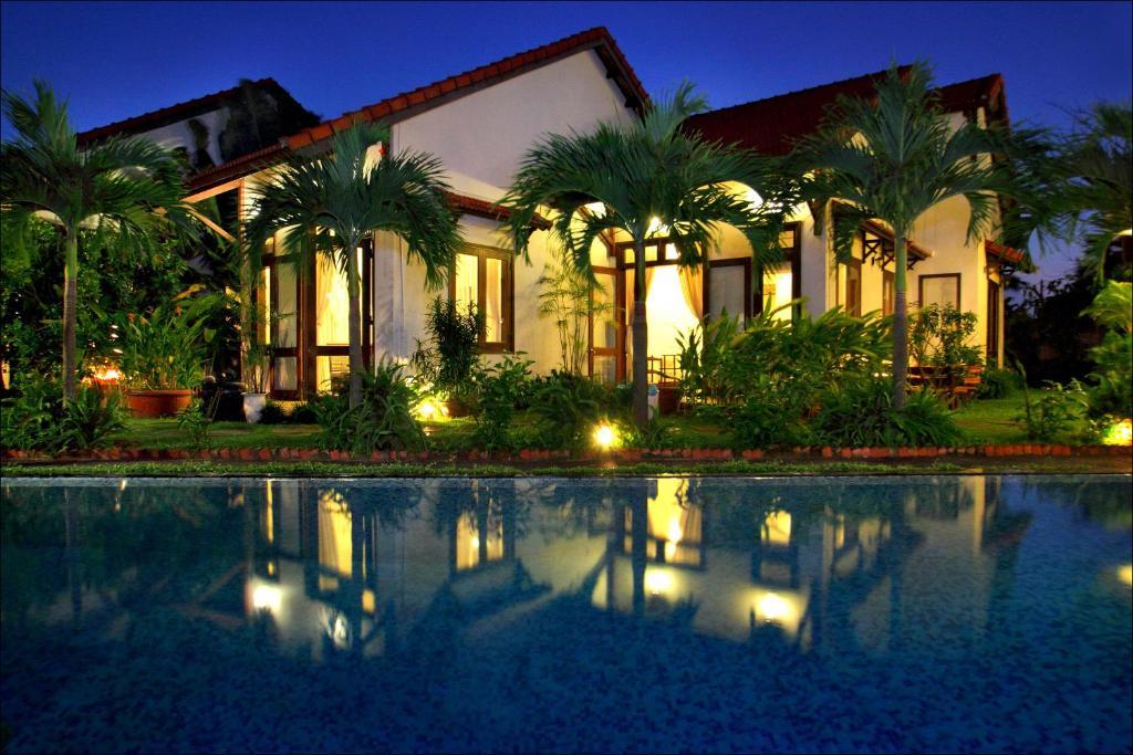 Văn Lan Riviera Villas