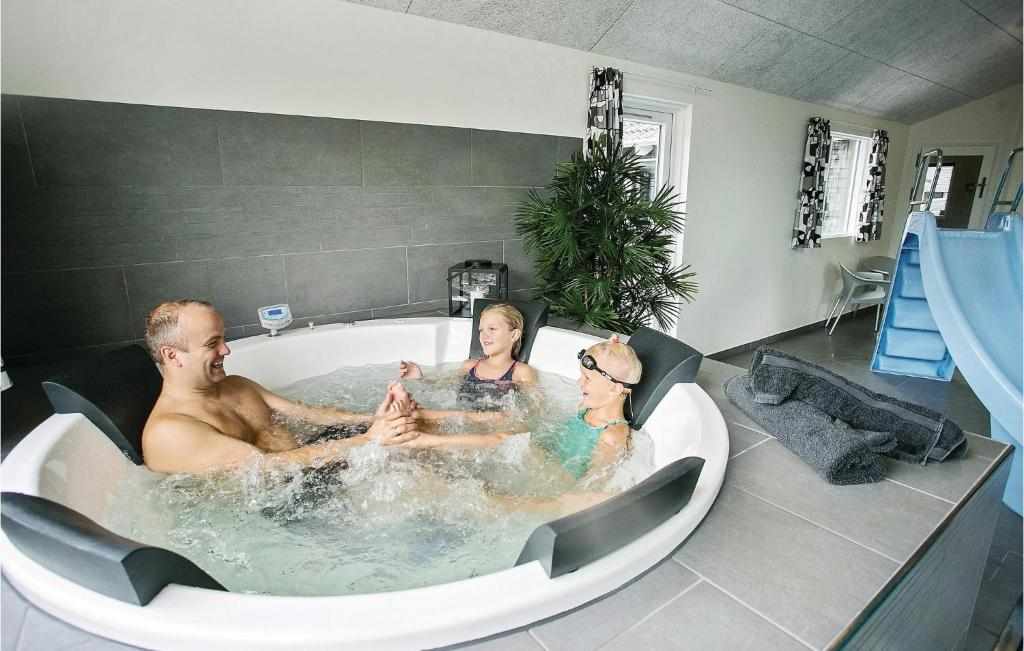 Eight-Bedroom Holiday home Frederiksværk with a room Hot Tub 03