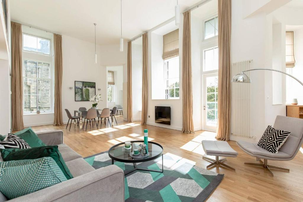 Luxury 3 Bedroom Duplex Apartment In The Iconic Quartermile With Stunning Balcon