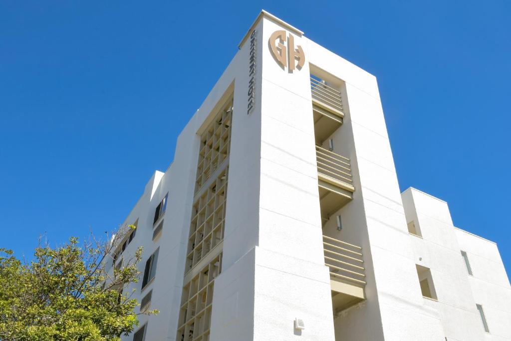 Gateway Hotel Santa Monica.