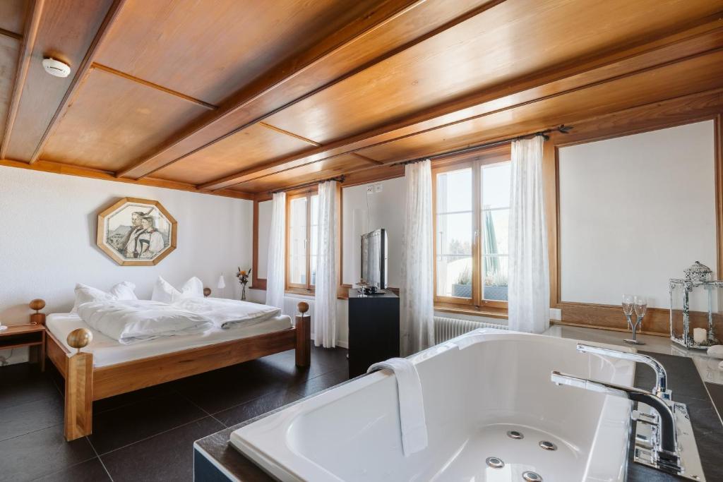 Ein Badezimmer in der Unterkunft Landgasthof und Seminarhotel Lueg