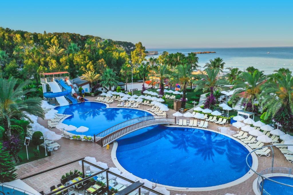 Вид на бассейн в Annabella Diamond Hotel - Ultra All Inclusive или окрестностях