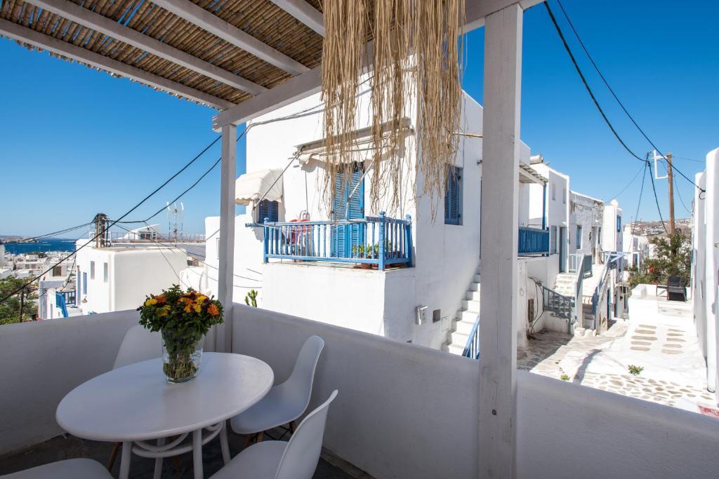 227075334 - Onde se hospedar em Mykonos: Como escolher um hotel bom e barato na ilha mais cara da Grécia - mykonos, ilhas-gregas, grecia