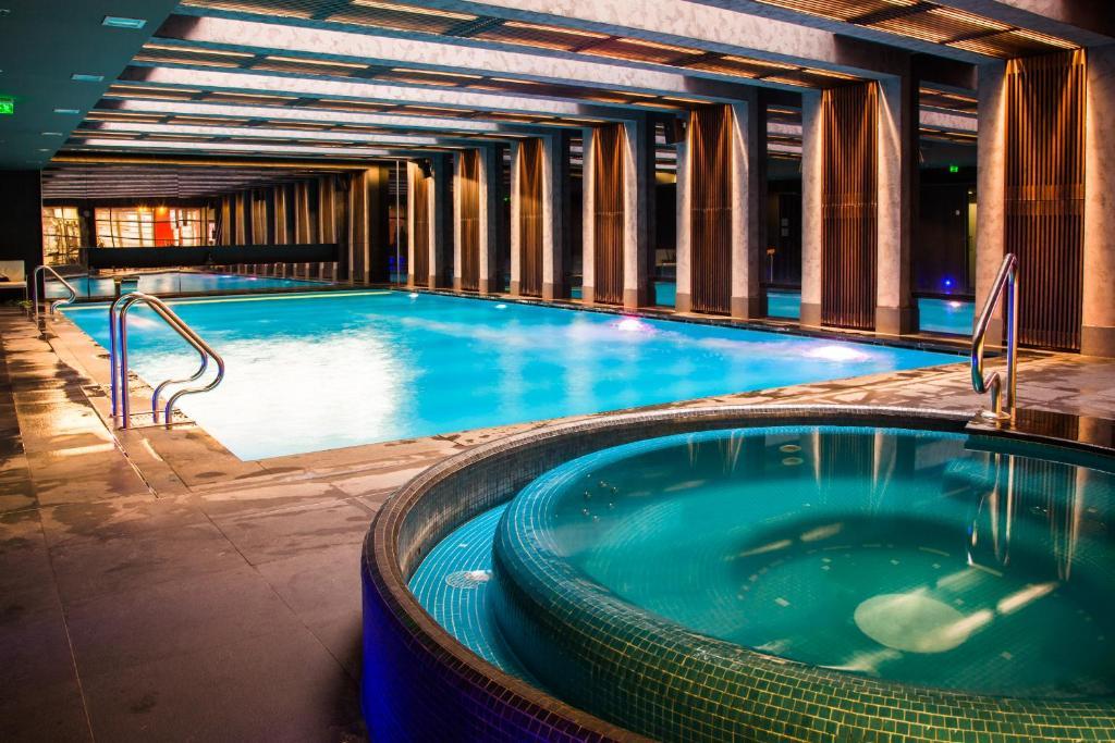 Baseinas apgyvendinimo įstaigoje City Gardens Hotel & Wellness arba netoliese