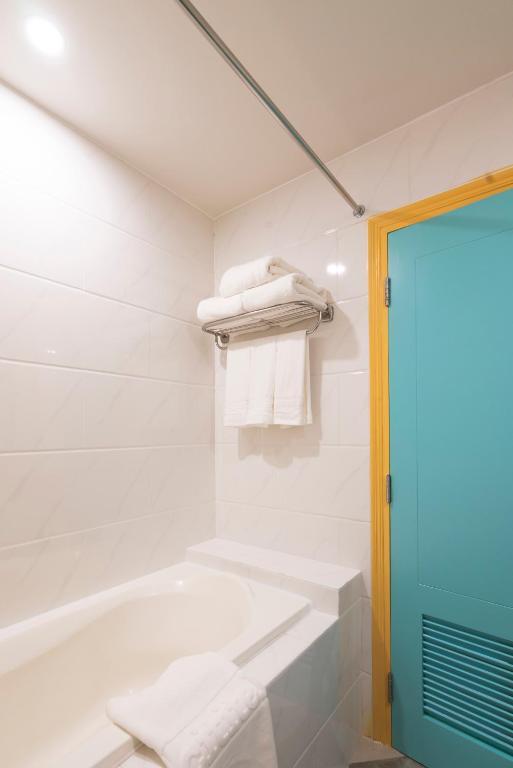 Phòng Grand Deluxe Có Giường Cỡ Queen Nhìn Ra Thành Phố Với Hồ Bơi Trên Sân Thượng