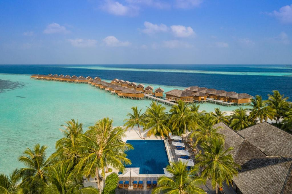 A view of the pool at Vilamendhoo Island Resort & Spa or nearby