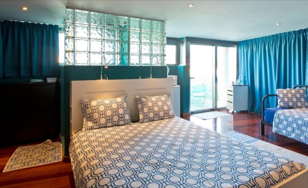 A bed or beds in a room at Suites Foz O Porto