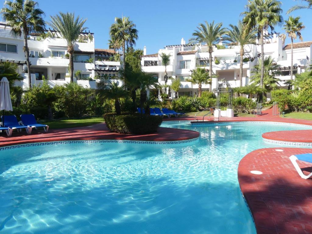 Het zwembad bij of vlak bij Apartamento playa Mistral, Puerto Banus