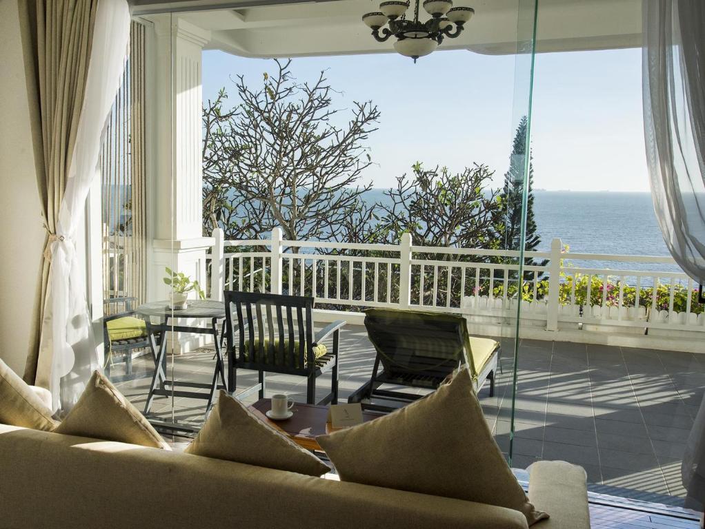 Phòng Premium Deluxe Giường Đôi với Ban công và Tầm nhìn ra Biển