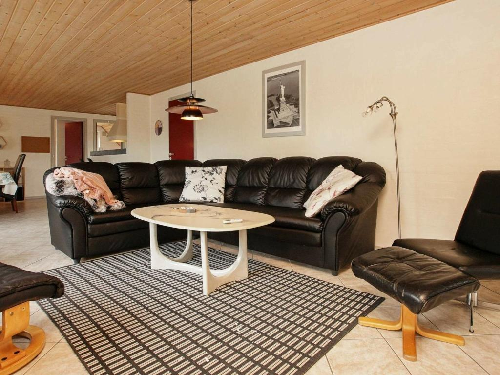 Five-Bedroom Holiday home in Blåvand 16