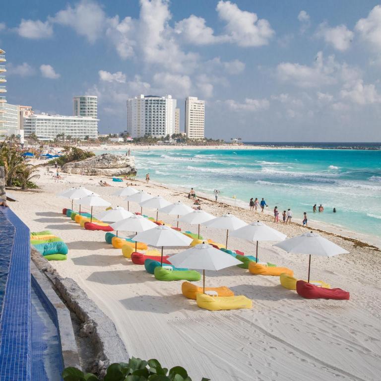 Роскошный современный отель в Мексике с видом на Карибское море