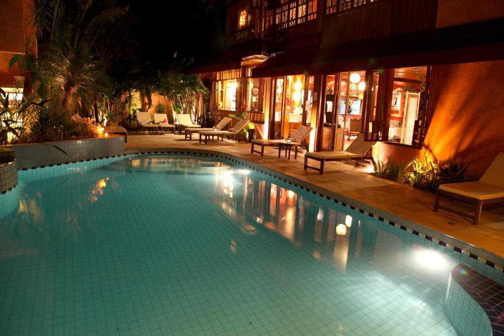 A piscina localizada em Pousada Montão do Trigo Juquehy ou nos arredores
