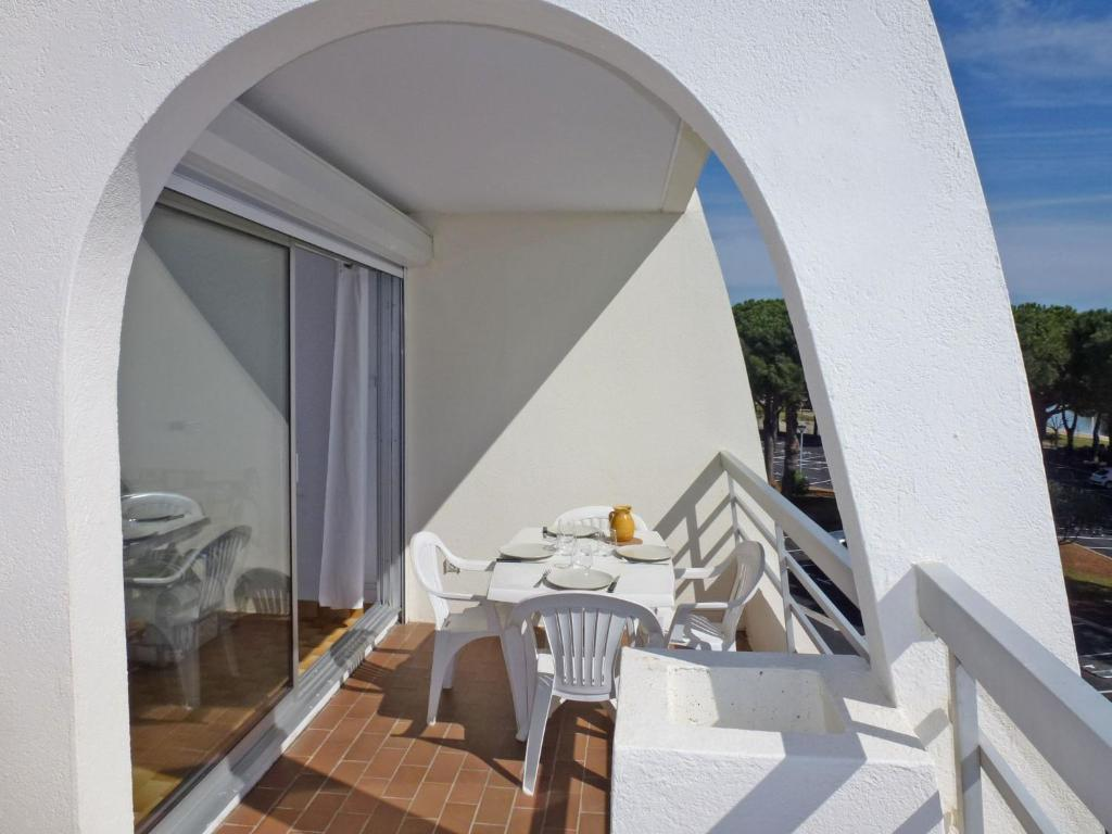 A restaurant or other place to eat at Apartment La Lagune.5