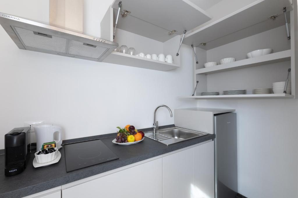 A kitchen or kitchenette at Villa Taormina Luxury Rooms and Apartments