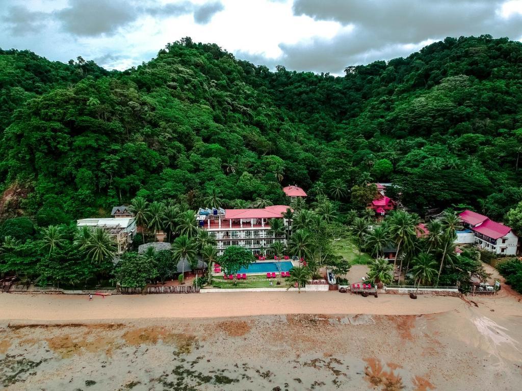 A bird's-eye view of Doublegem Beach Resort and Hotel