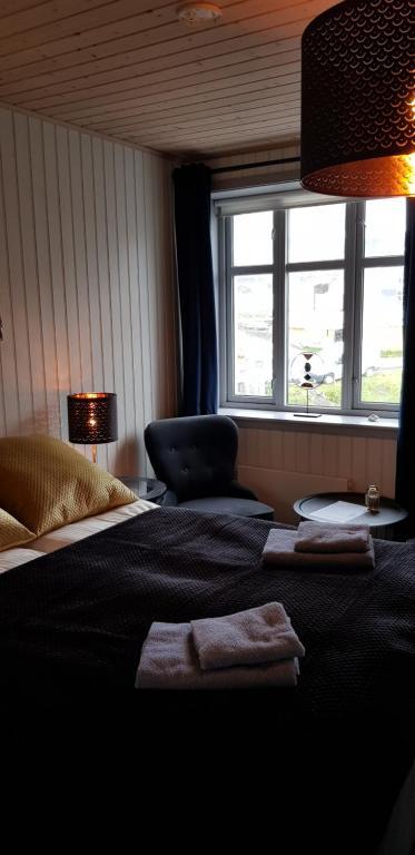 En eller flere senger på et rom på Nyksund Ekspedisjonen