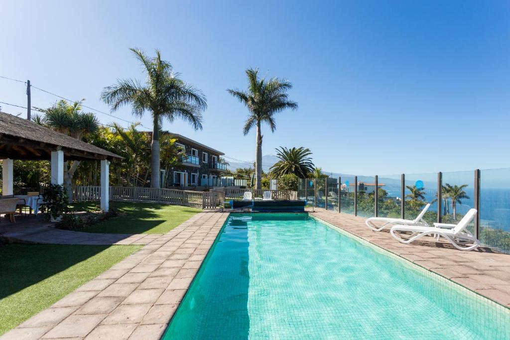 Der Swimmingpool an oder in der Nähe von San Diego Apartamentos