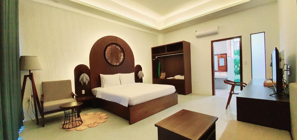Phòng có Giường cỡ King Nhìn ra Hồ bơi