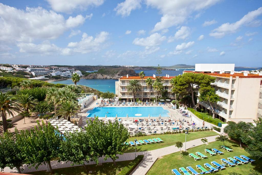 Vista de la piscina de Club Hotel Aguamarina o alrededores