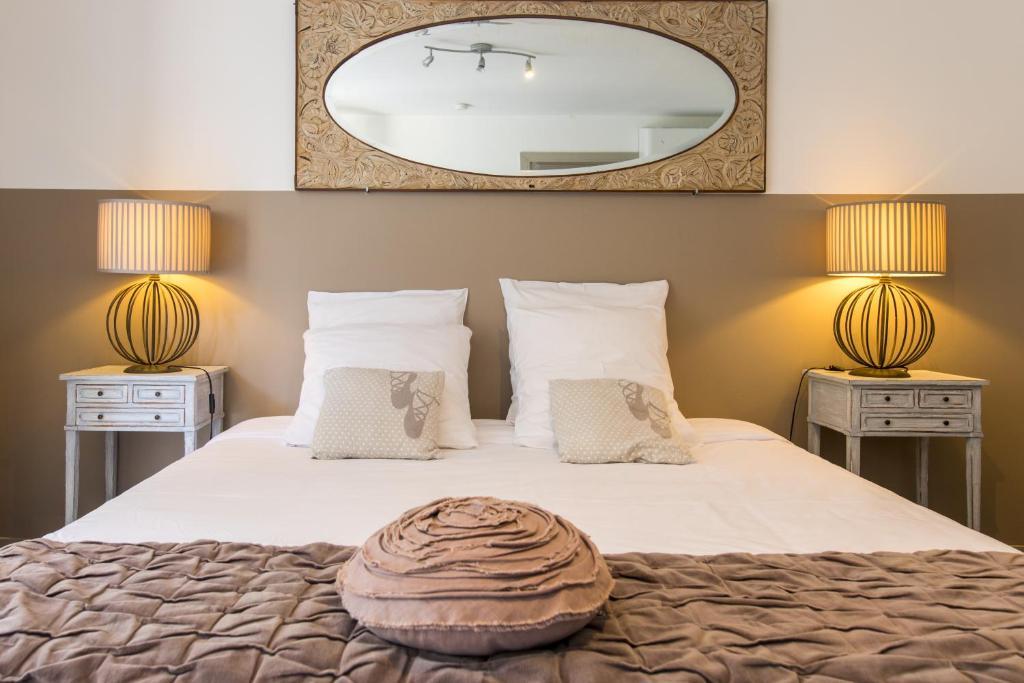 Un ou plusieurs lits dans un hébergement de l'établissement Le Mas des Roches à Velaux