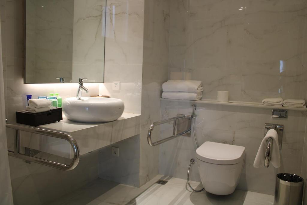 Phòng Giường Cỡ King - Có thiết kế cho Khách suy giảm vận động