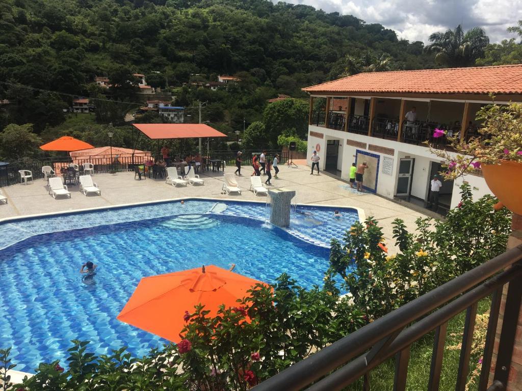 Gil En El Jacuzzi.Hotel La Montana San Gil Colombia Booking Com