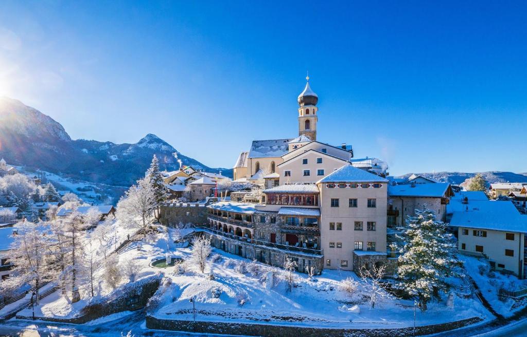 Romantik Hotel Turm during the winter