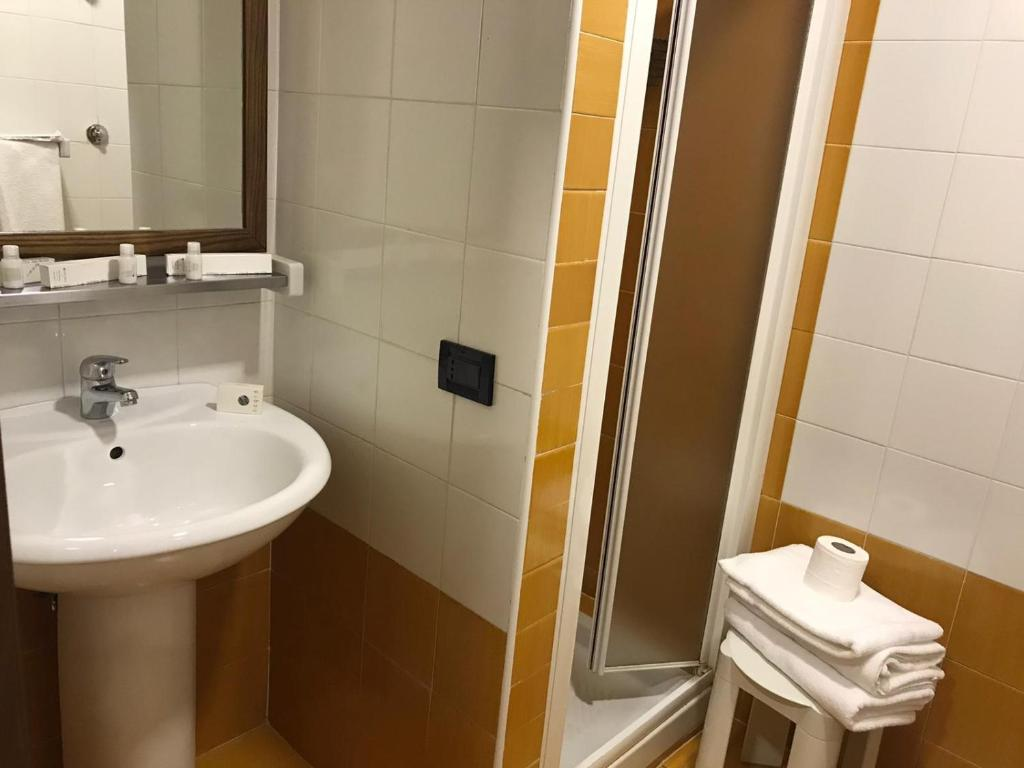 My Fly Mobili Bagno.Hotel Fly Casoria Italy Booking Com