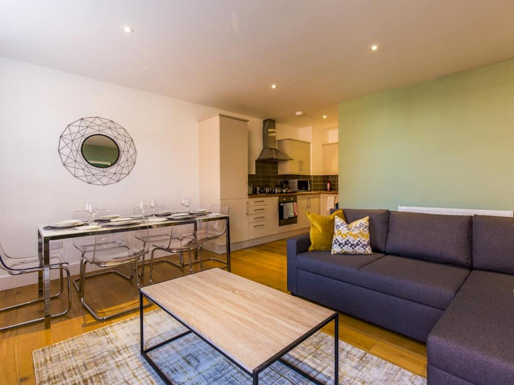 Beautiful Two Bed In The Heart Of Wimbledon