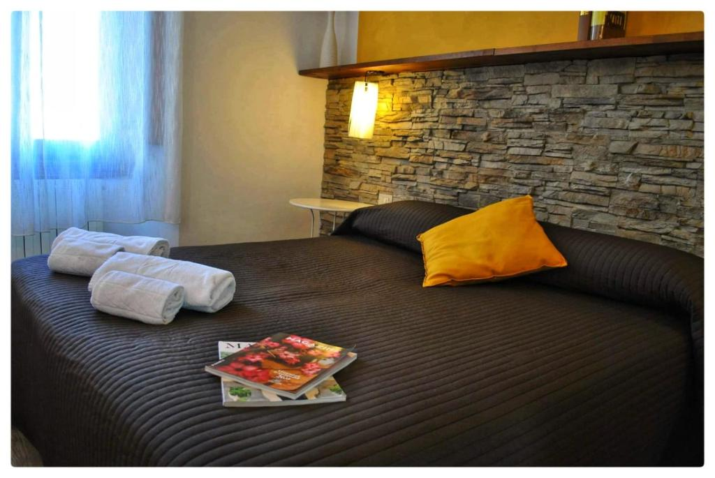 A bed or beds in a room at B&B Leopoldo and APARTEMENTS