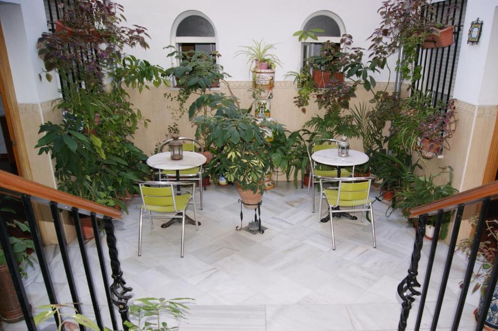 Ein Restaurant oder anderes Speiselokal in der Unterkunft Hostal Alcazar I