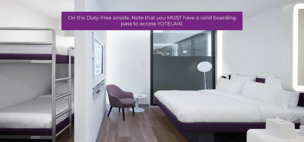 Двухъярусная кровать или двухъярусные кровати в номере YOTELAIR Istanbul Airport (Airside)
