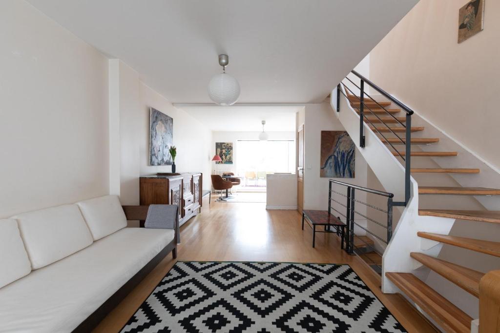 A seating area at Maison appartement Paris Buttes Chaumont Jourdain