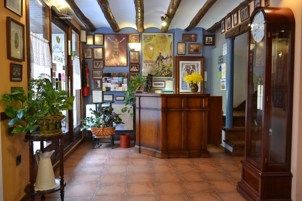 El vestíbulo o zona de recepción de Hostal Santa Agueda
