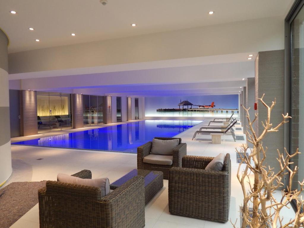 Der Swimmingpool an oder in der Nähe von Parc Hotel Alvisse