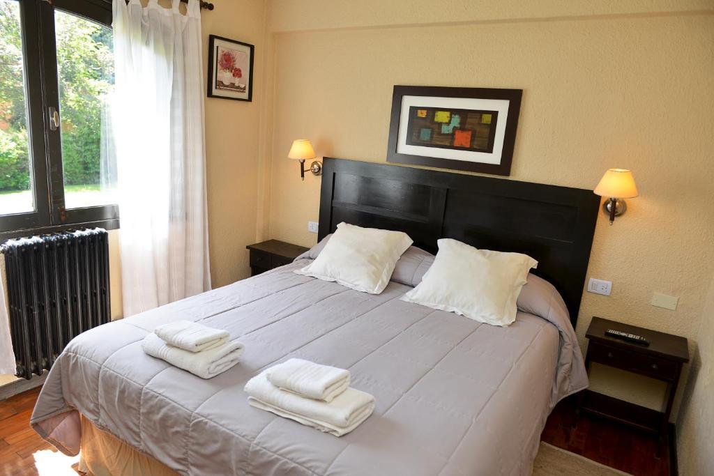 Una cama o camas en una habitación de Hosteria del Prado