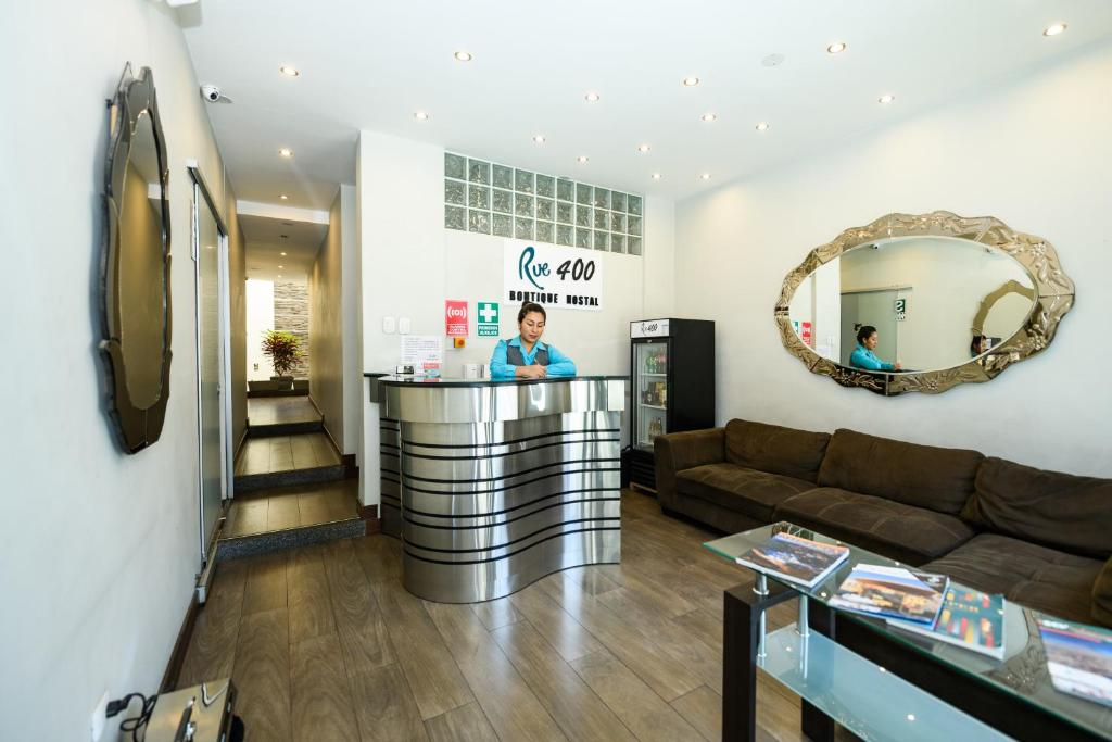 The lobby or reception area at Rue 400 Hostal Boutique